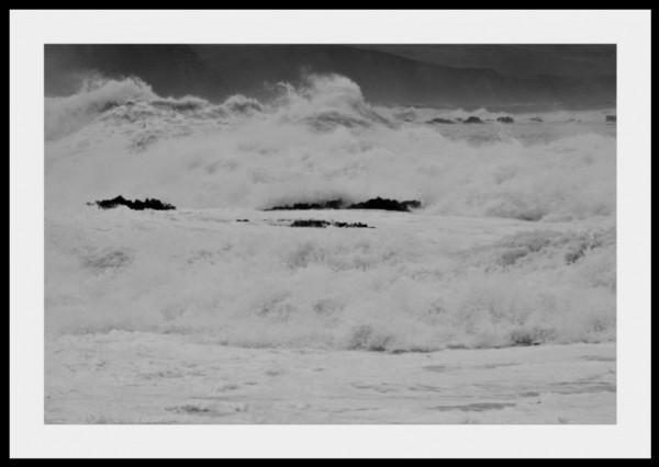 Wild storm hits south coast of Wellington