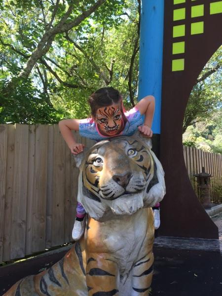 Alice the tiger meets a tiger!